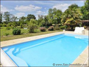 Maisons domaines et propri t s avec piscine vendre en for Piscine savenay